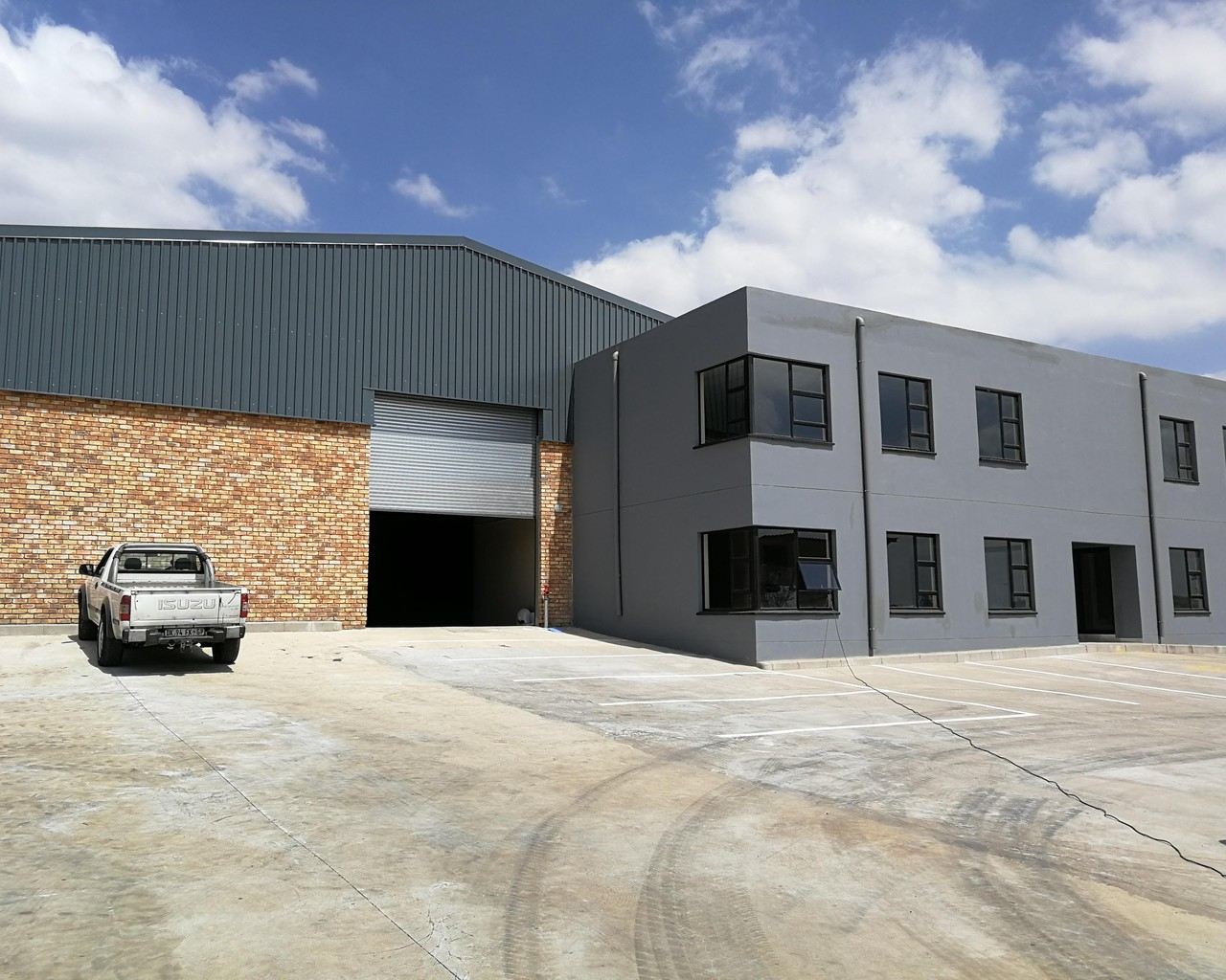 2,477m² Warehouse For Sale in Gauteng Business Park | Marder